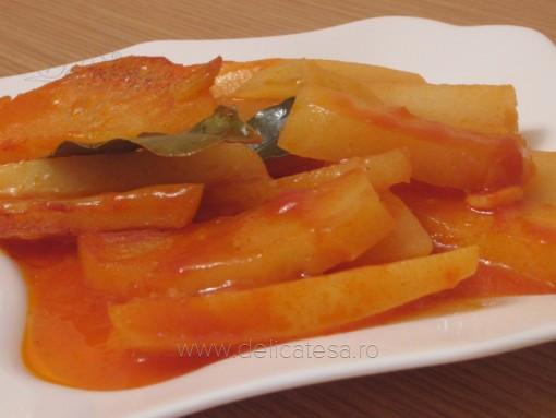 Cartofi cu bulion la cuptor