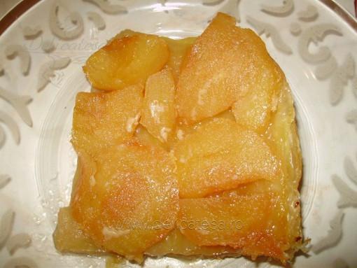 """Tartă """"Tatin"""" cu mere"""