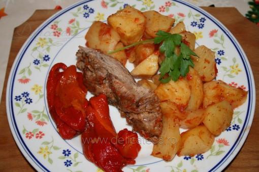 Friptură de vită cu cartofi la cuptor