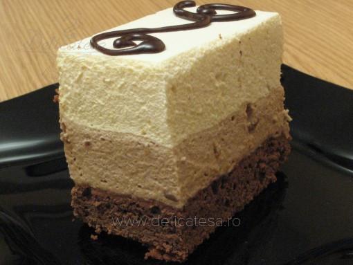 Tort cu mousse de ciocolată şi mousse de piersici