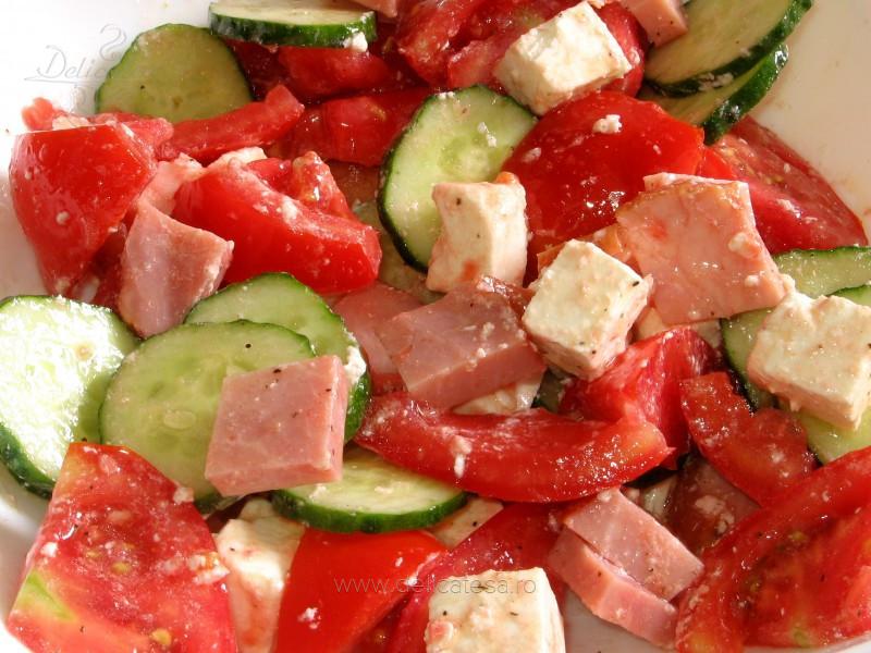 Salată asortată cu şunculiţă ţărănească