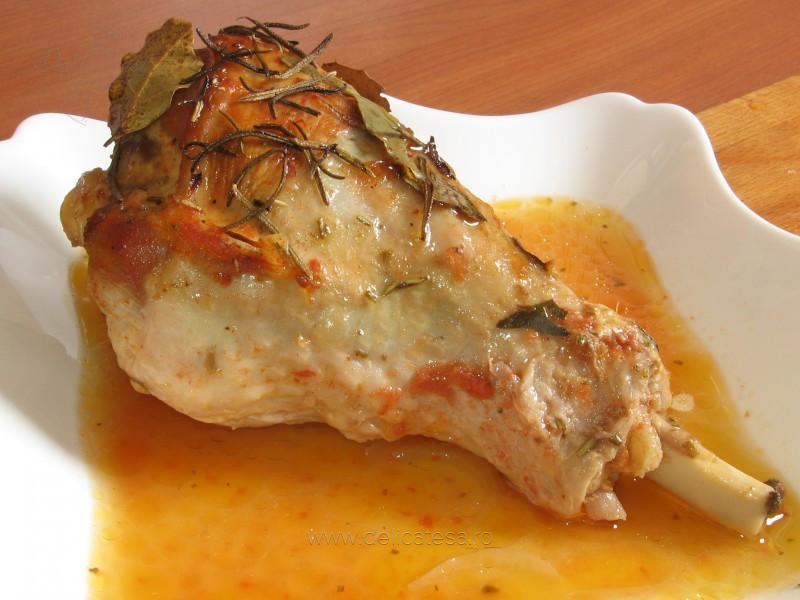 Friptură de curcan cu sos de portocală și lămâie