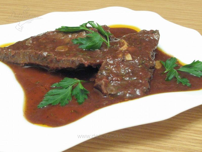 Friptură de vită în sos de roşii la cuptor