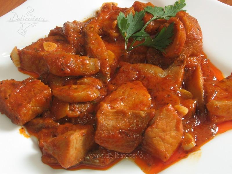 Carne de porc cu ciuperci şi bulion