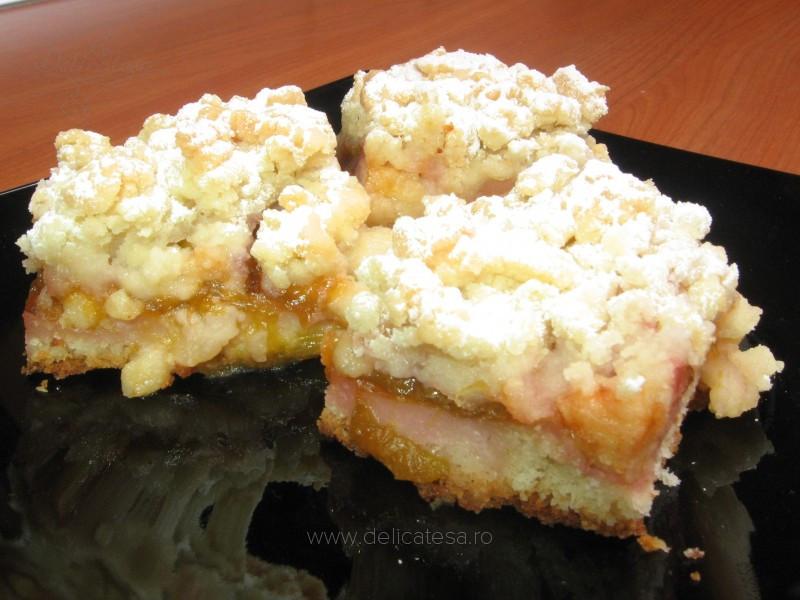 Prăjitură cu prune şi aluat fărâmiţat