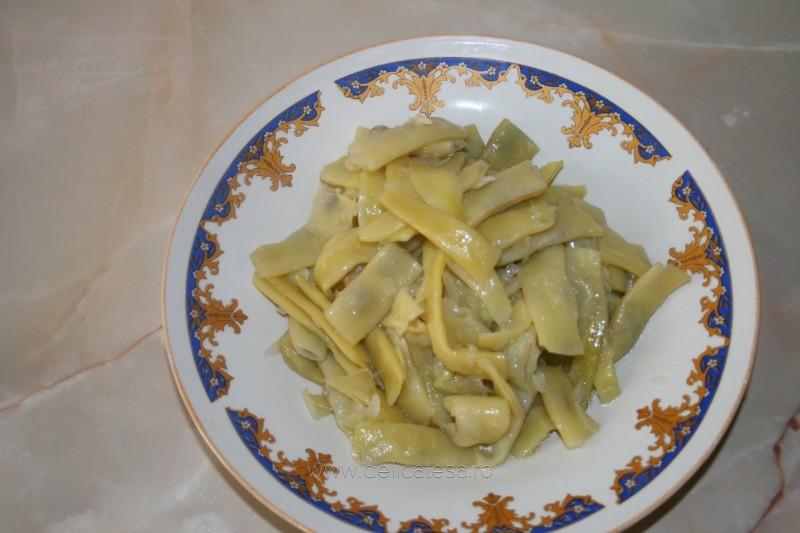 Salată de fasole păstăi cu usturoi