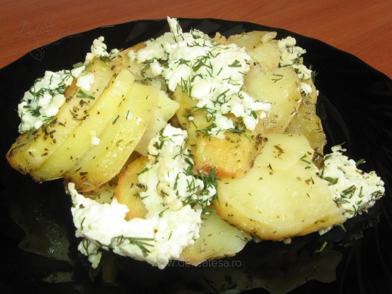 Cartofi cu rozmarin şi telemea