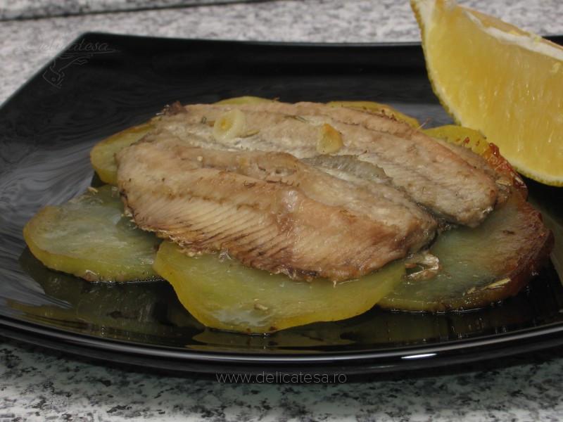 Sardine pe pat de cartofi