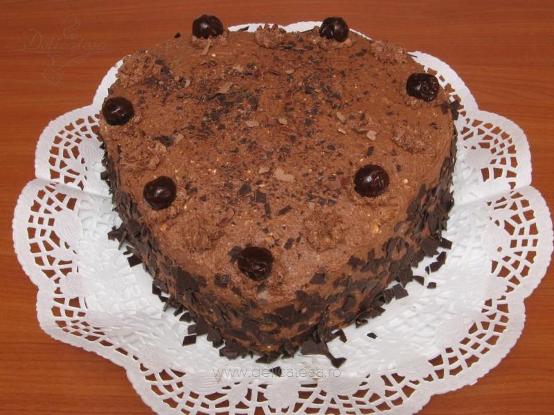 Tort inimă de ciocolată cu alune