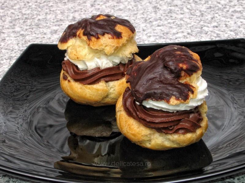 Choux à la crème cu spumă de ciocolată şi frişcă