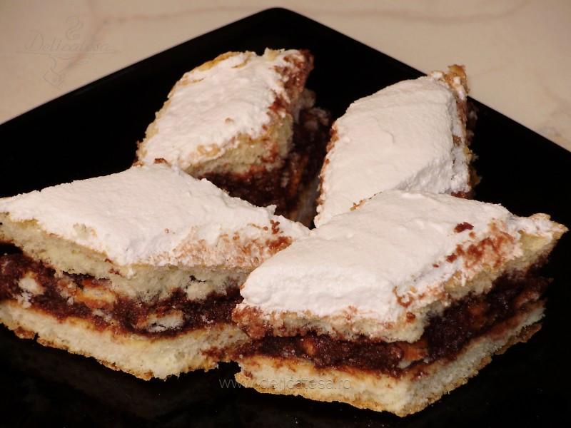 Prăjitură cu gem şi glazură de albuş