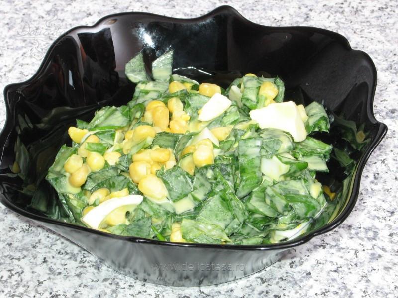 Salată de leurdă cu porumb dulce