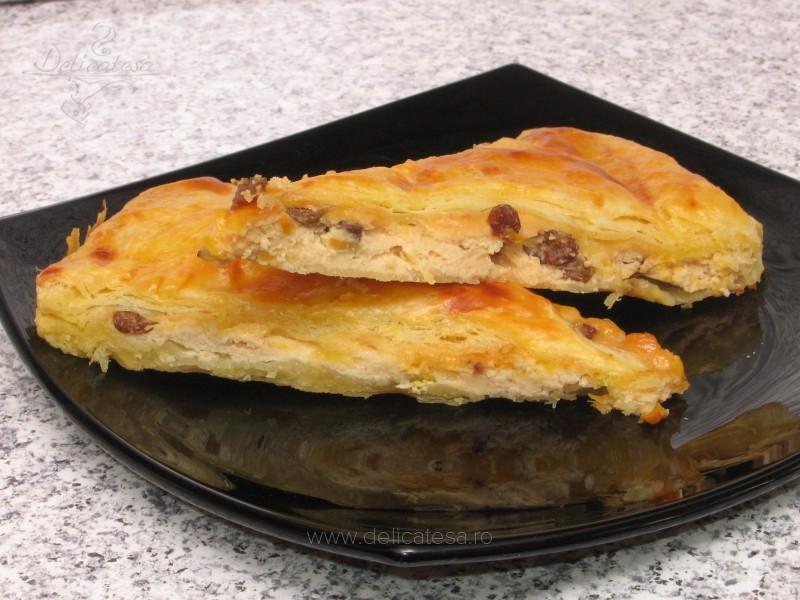 Plăcintă cu brânză în aluat foietaj