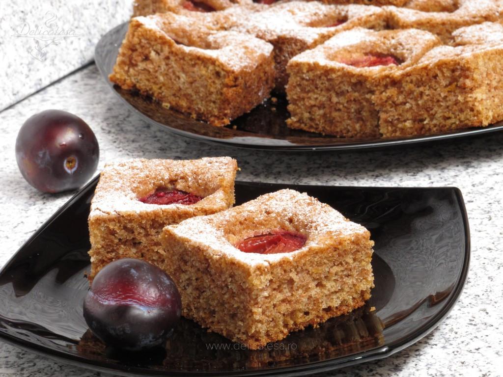 Prăjitură cu prune şi scorţişoară