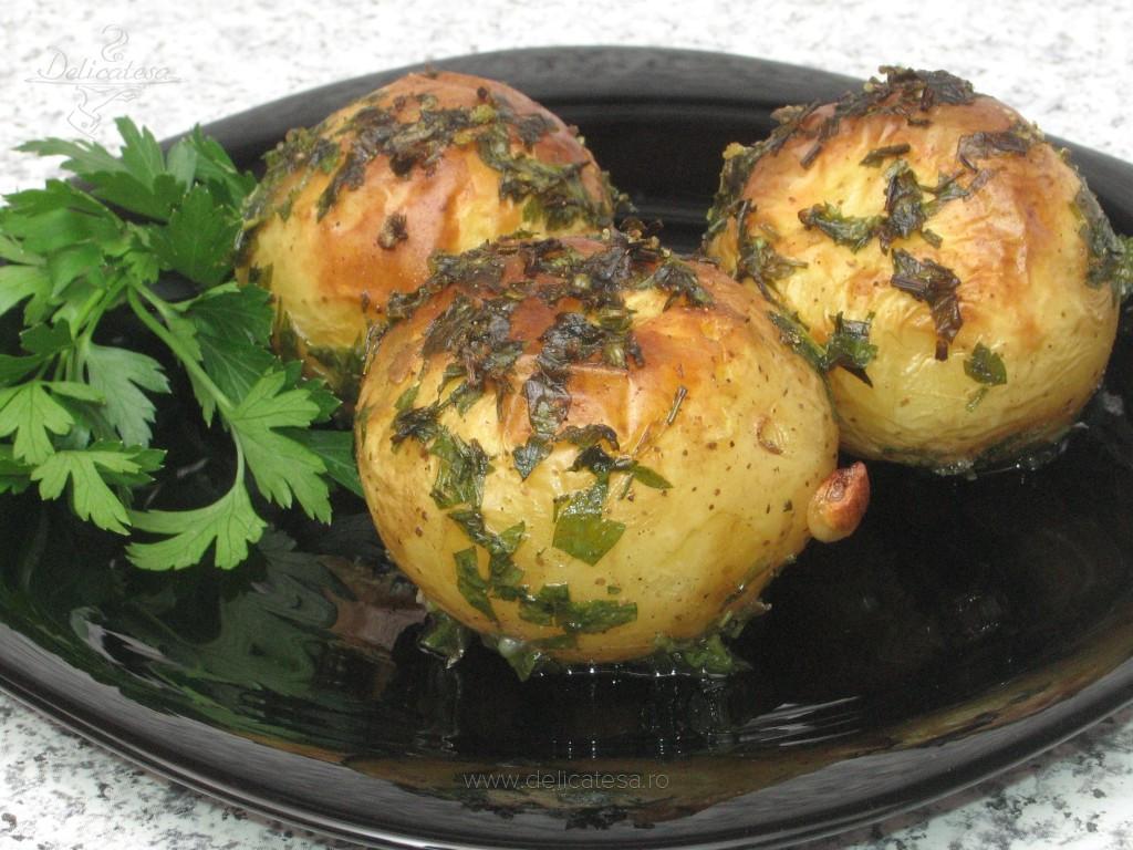 Cartofi cu pătrunjel la cuptor