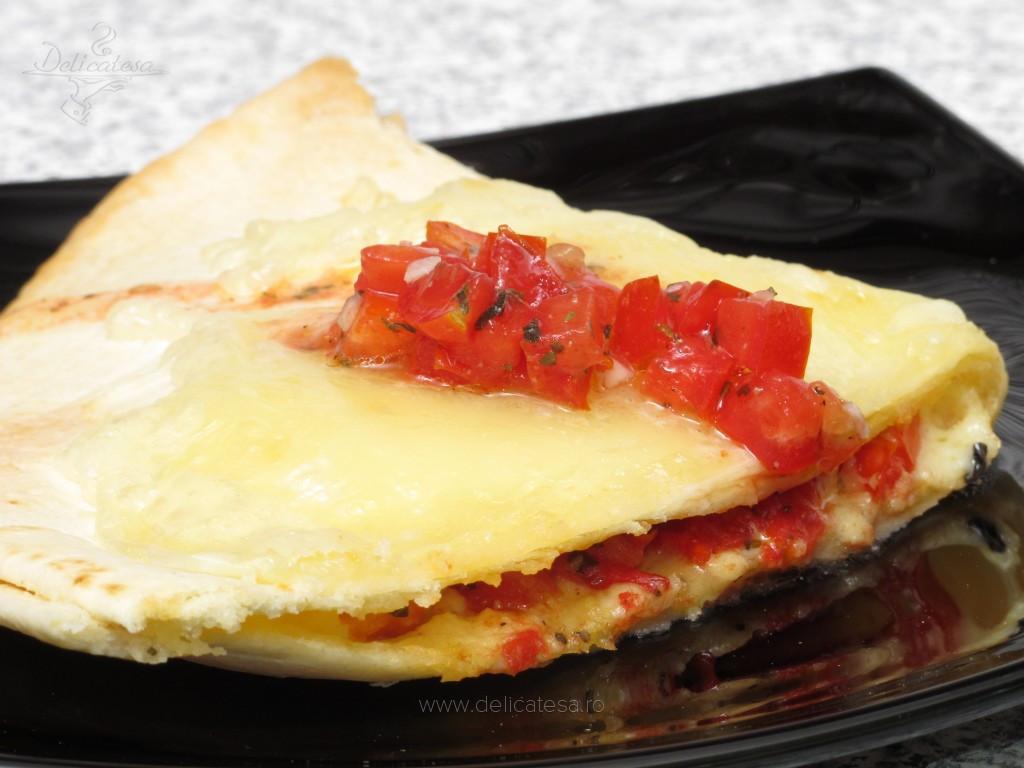 Quesadilla cu salsa de roşii