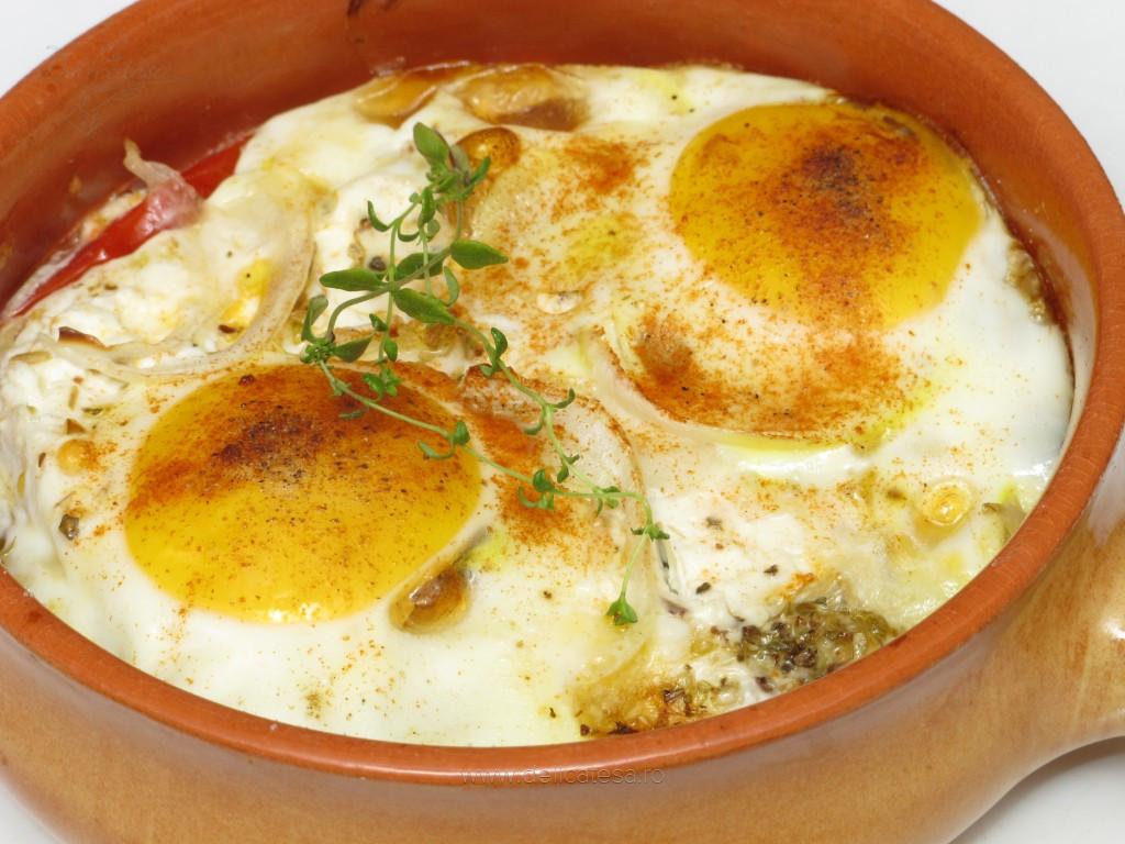 Ouă cu roşii şi brânză la cuptor