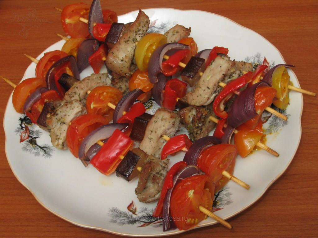 Frigărui din muşchi de porc şi legume