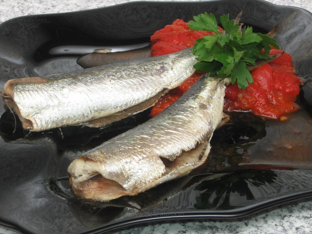 Sardine cu sos de ardei copţi