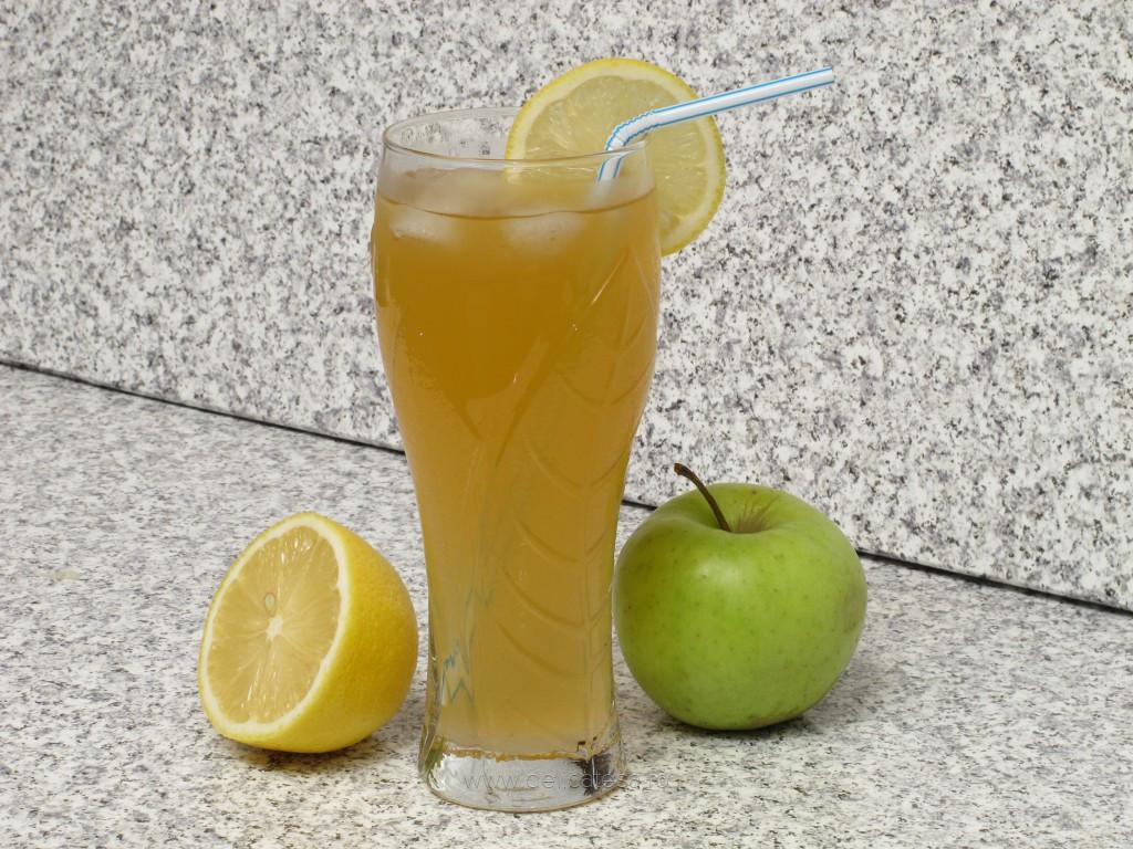 Limonadă cu suc de mere verzi