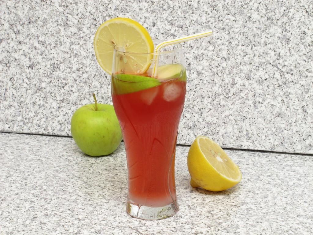 Limonadă cu suc de mere verzi şi suc de merişoare