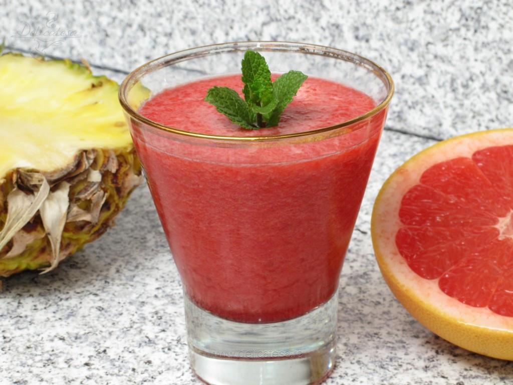 Smoothie de ananas cu grepfrut şi zmeură