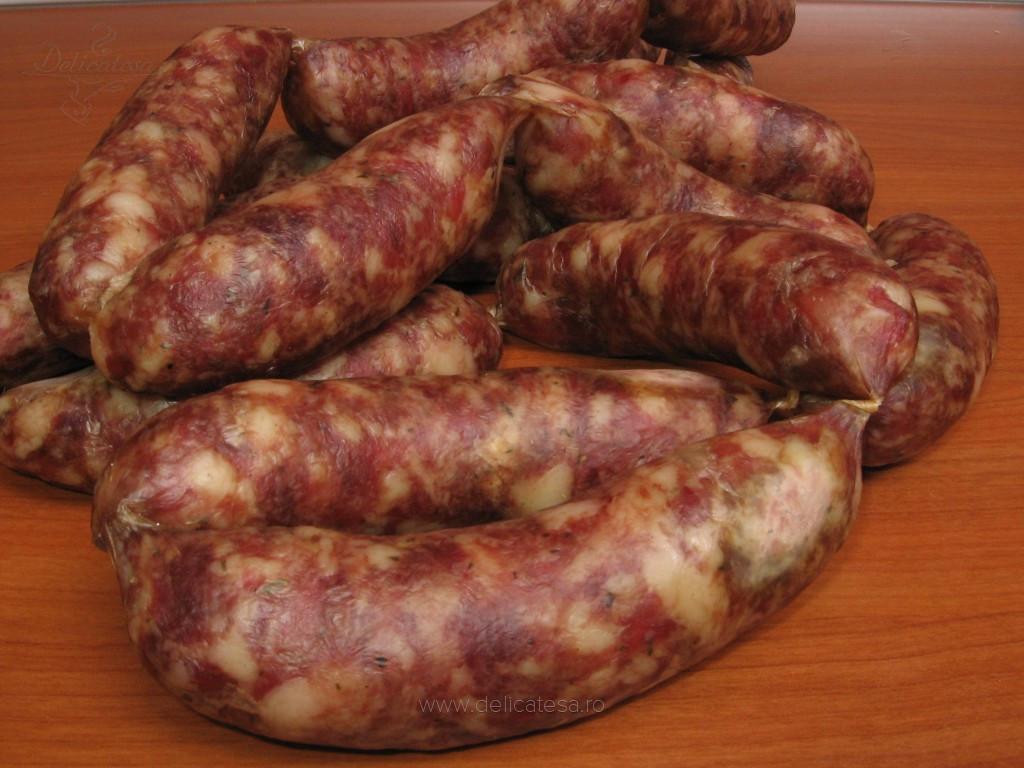 Cârnaţi din carne de porc şi carne de oaie
