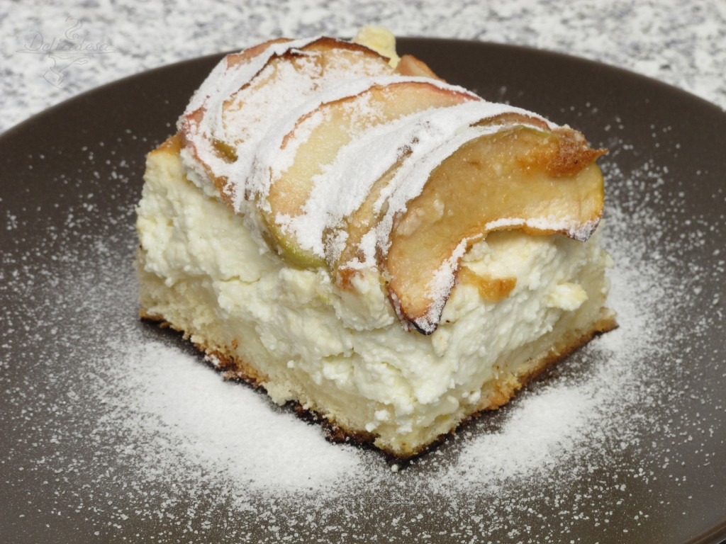 Prăjitură cu mere şi brânză dulce