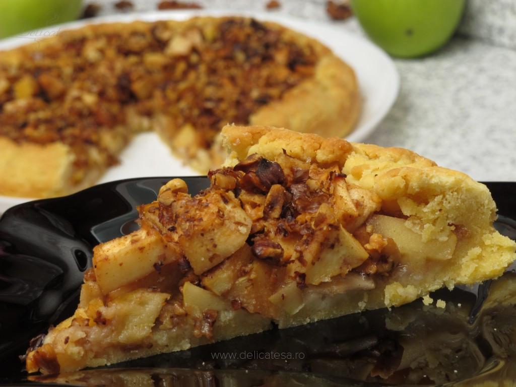 Tartă rustică cu mere, gutui şi nuci