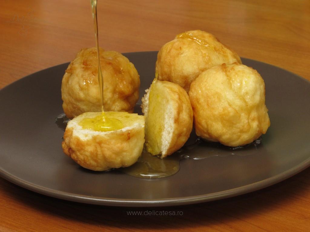 Loukoumades - gogoşele greceşti cu miere şi scorţişoară