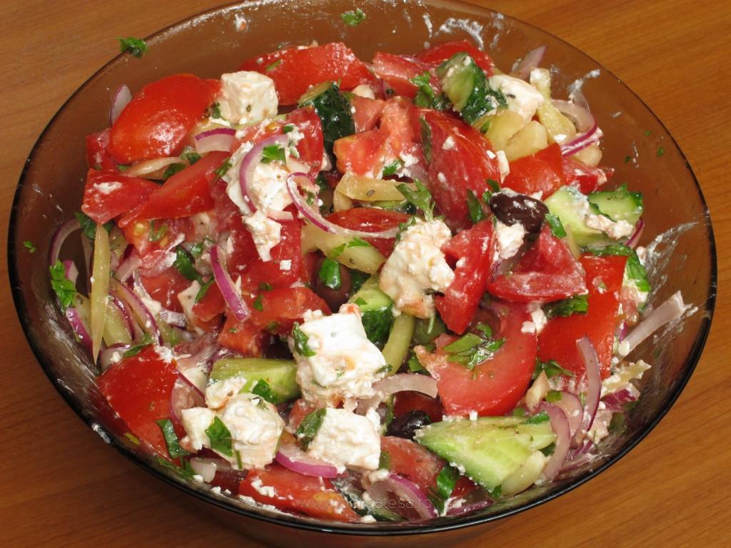 Horiatiki - salată grecească ţărănească