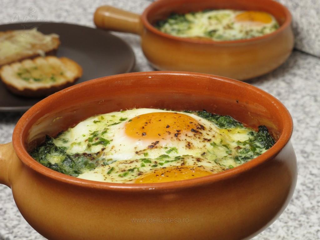 Ouă ochi la cuptor cu spanac