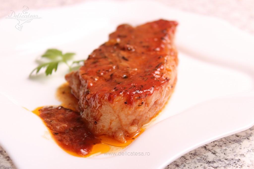 Friptură de porc cu bulion la cuptor