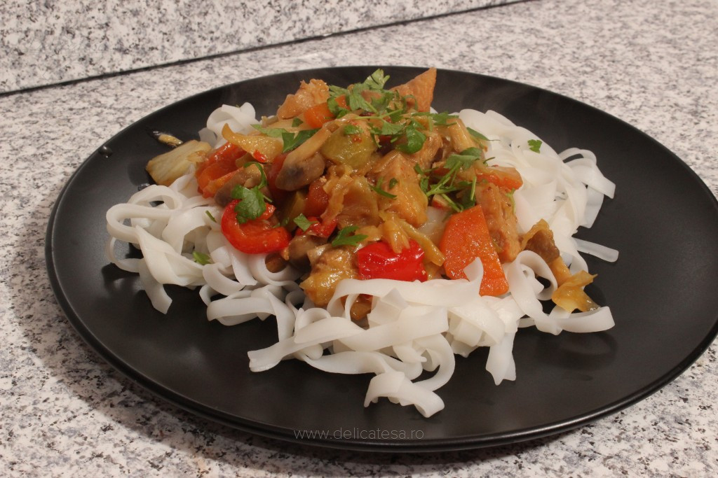 Piept de curcan cu legume la wok