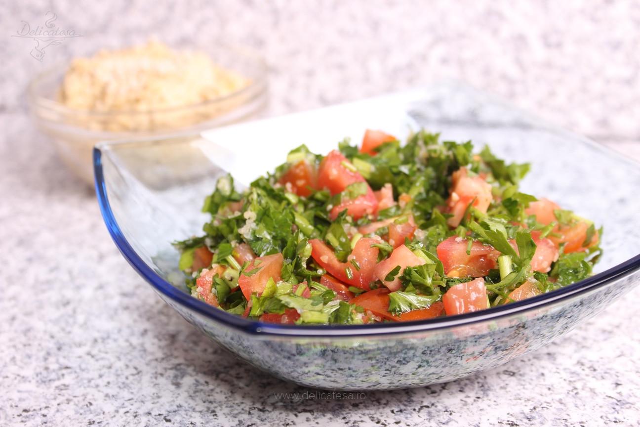 Salată de pătrunjel cu roşii