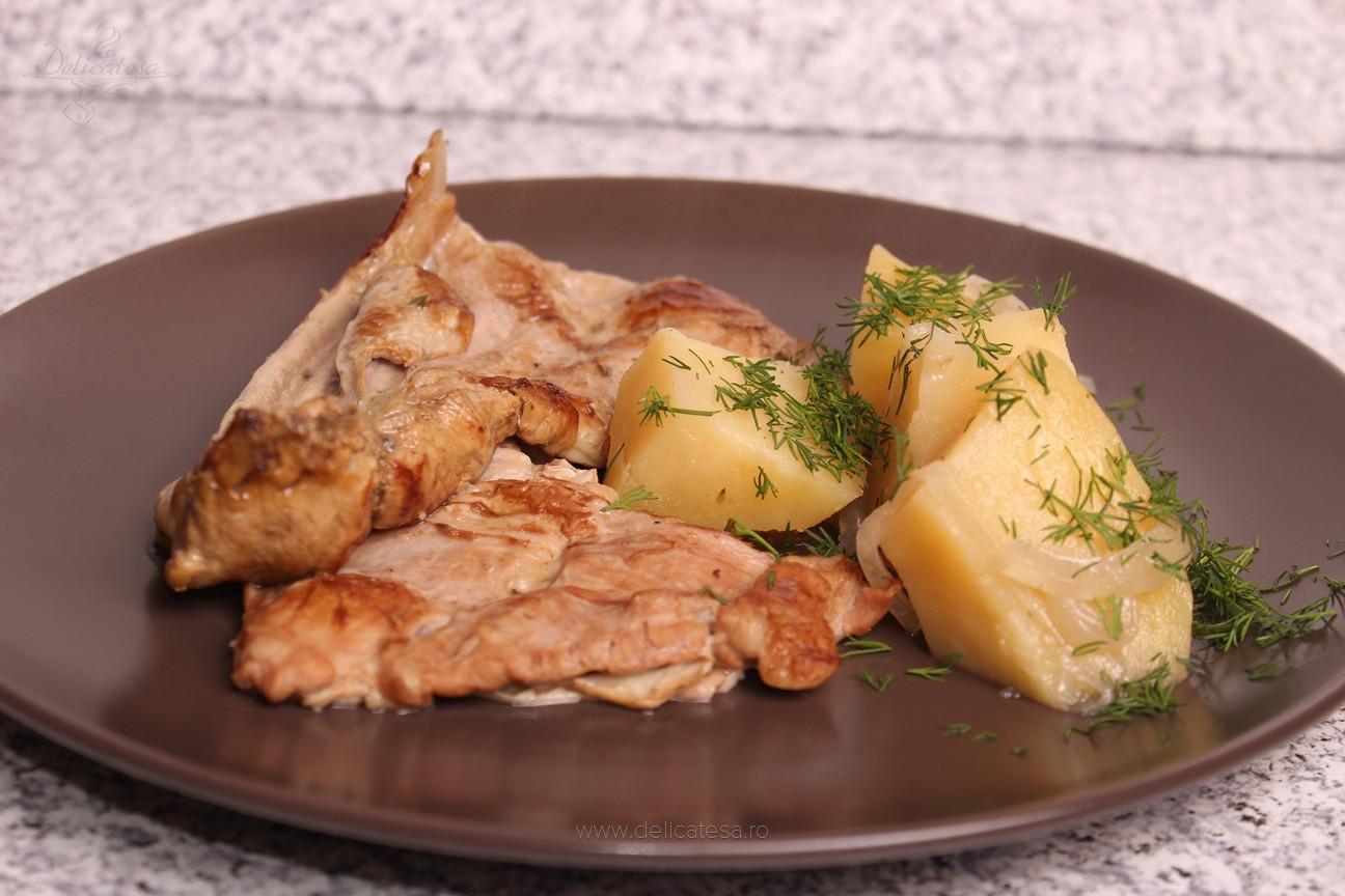 Coaste de miel cu cartofi la slow cooker
