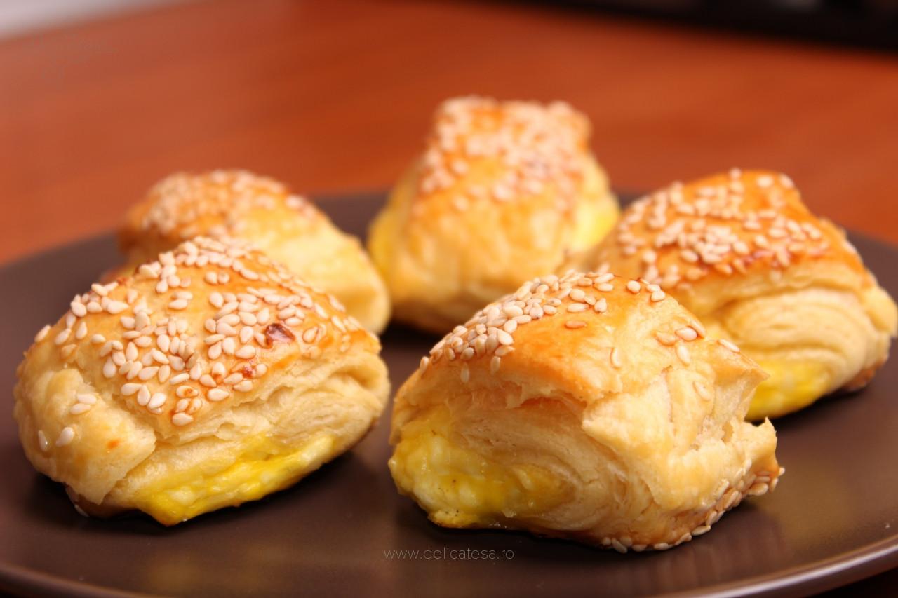 Pateuri cu brânză şi ou