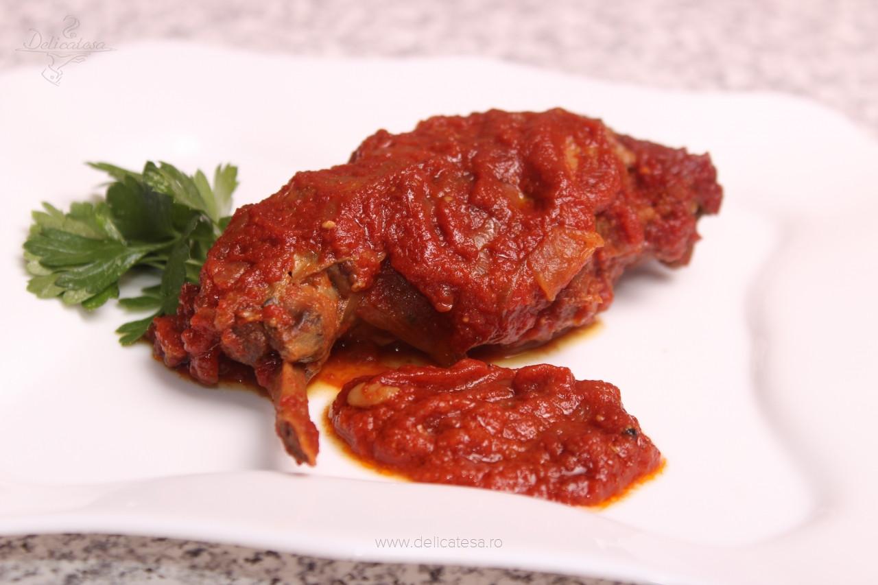 Iepure cu sos de roşii la slow cooker