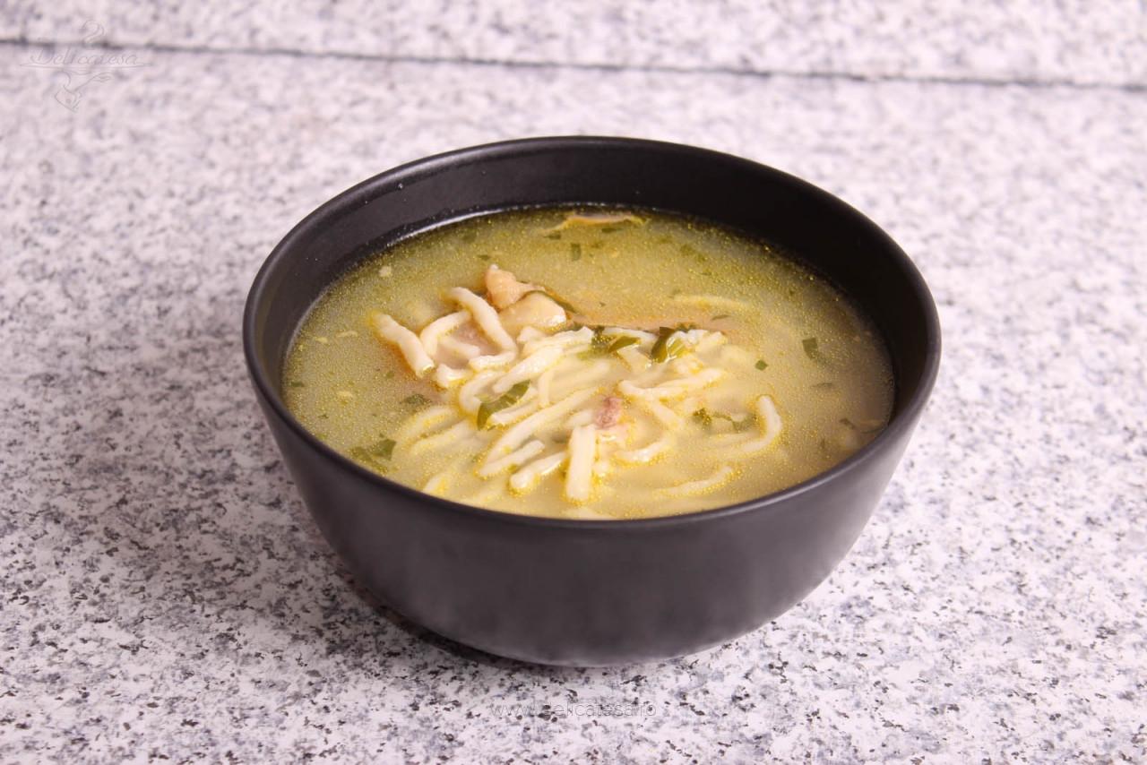 Supă de cocoș cu tăiței de casă
