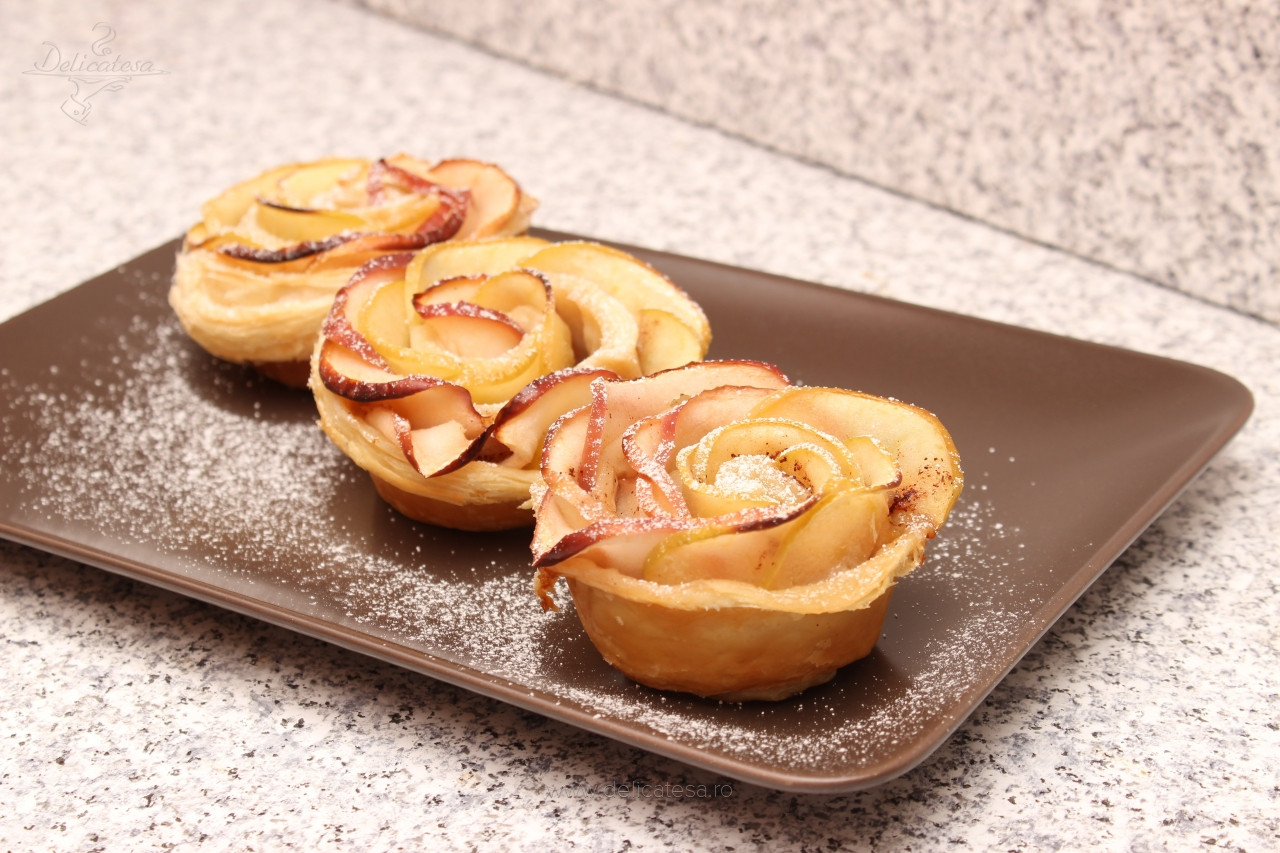 Trandafiri din foietaj cu mere