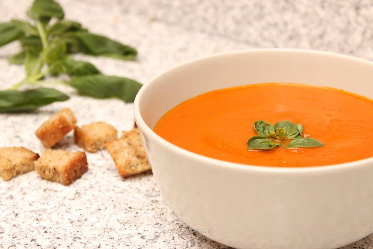 Supă cremă de roșii cu busuioc
