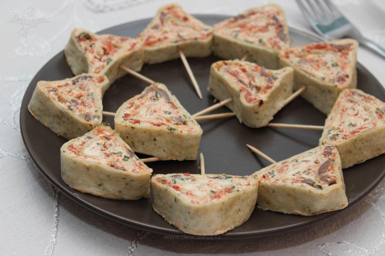 Rulouri cu cremă de brânză și ardei copt
