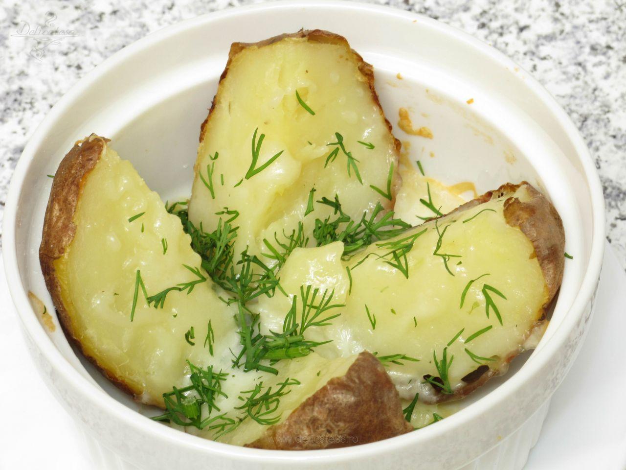 Cartofi copți în coajă cu unt