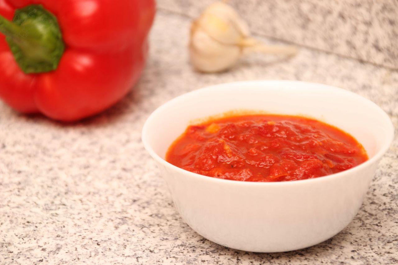 Mâncare de roșii cu ardei copt