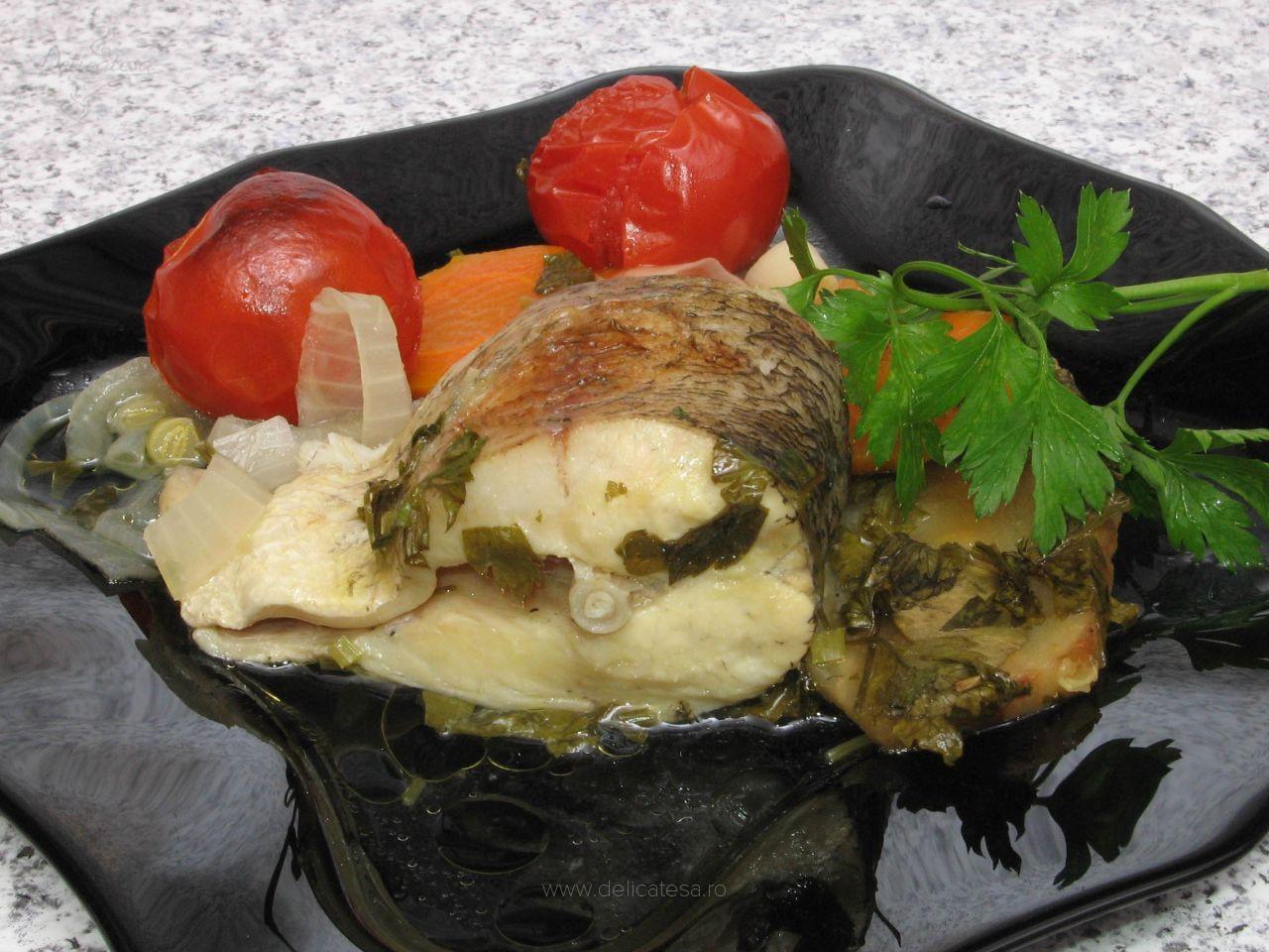 Știucă cu legume la cuptor