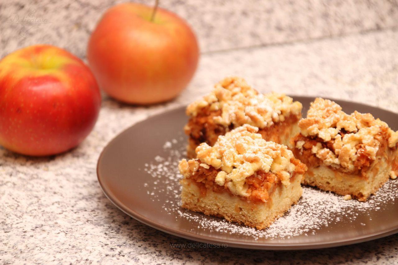 Prăjitură cu mere și aluat ras