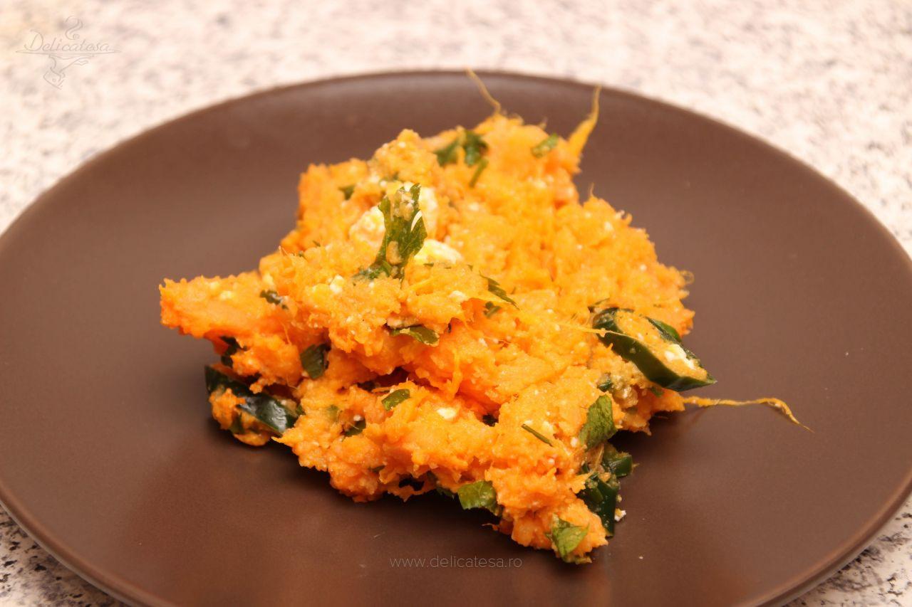 Salată de cartofi dulci cu telemea