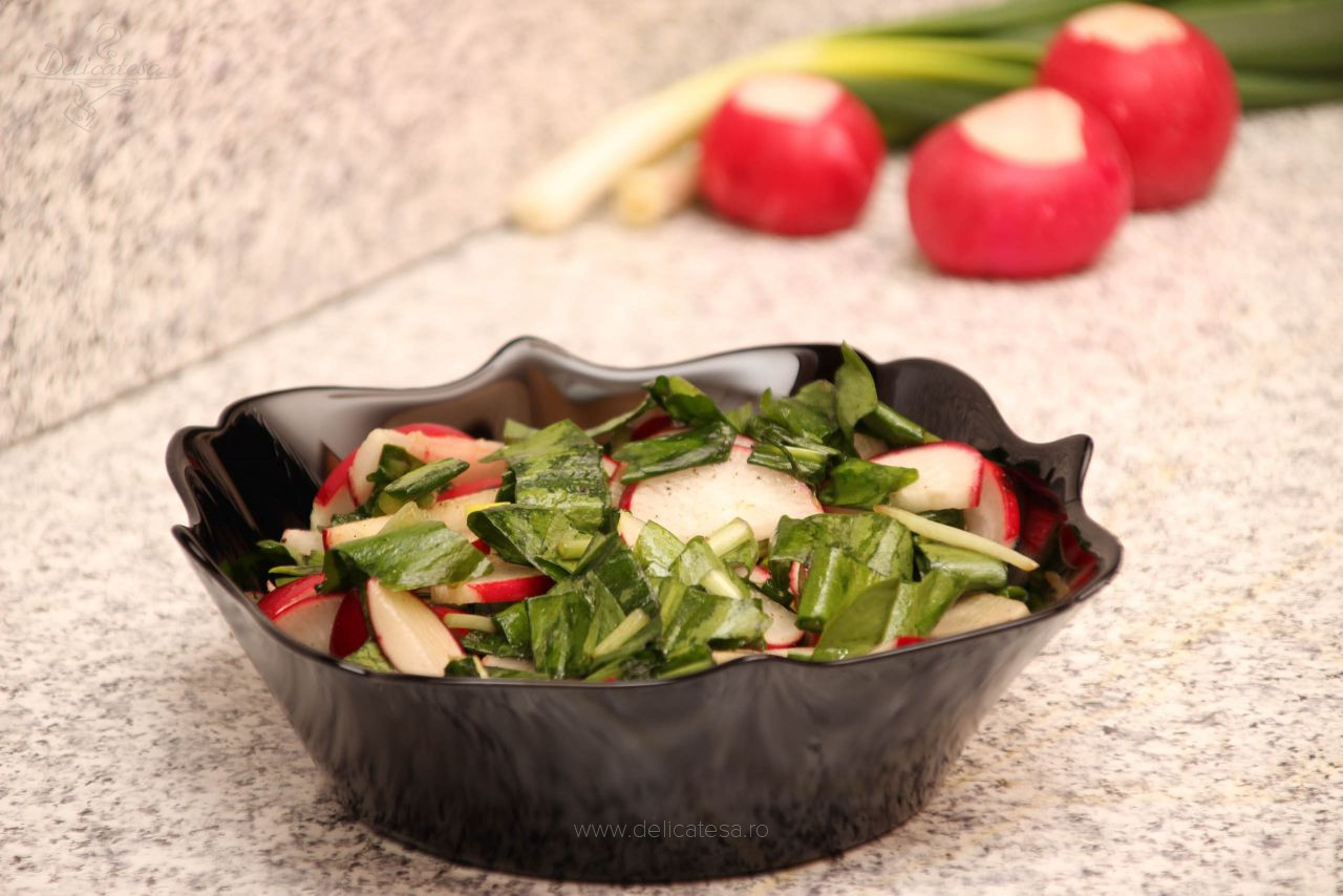 Salată de leurdă cu ridichi