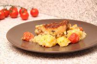 Pulpe de pui cu roșii și cartofi la cuptor